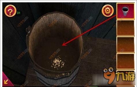 将装满水的水桶中的水倒进房间地上的水沟里