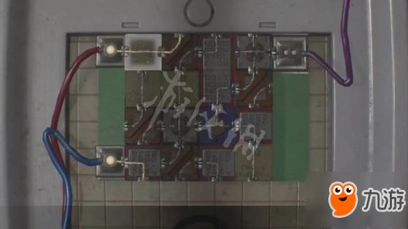 每个角色关卡的电路谜题解法也是不一样的,下面就让我们来一一解答。 因为电路是4×4的大小所以我们用数字1-16来区分。 里昂表关(一周目) 需要移动的部分:2 3 7 8 10 11 12 13 14 15 初始位置